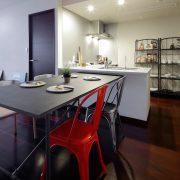 独立しつつ、室内の空間として繋がりのあるL字型キッチン。 サムネイル