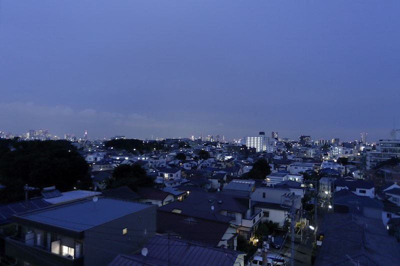 ルーフバルコニーより東京都心の夜景を眺めることができます。 イメージ