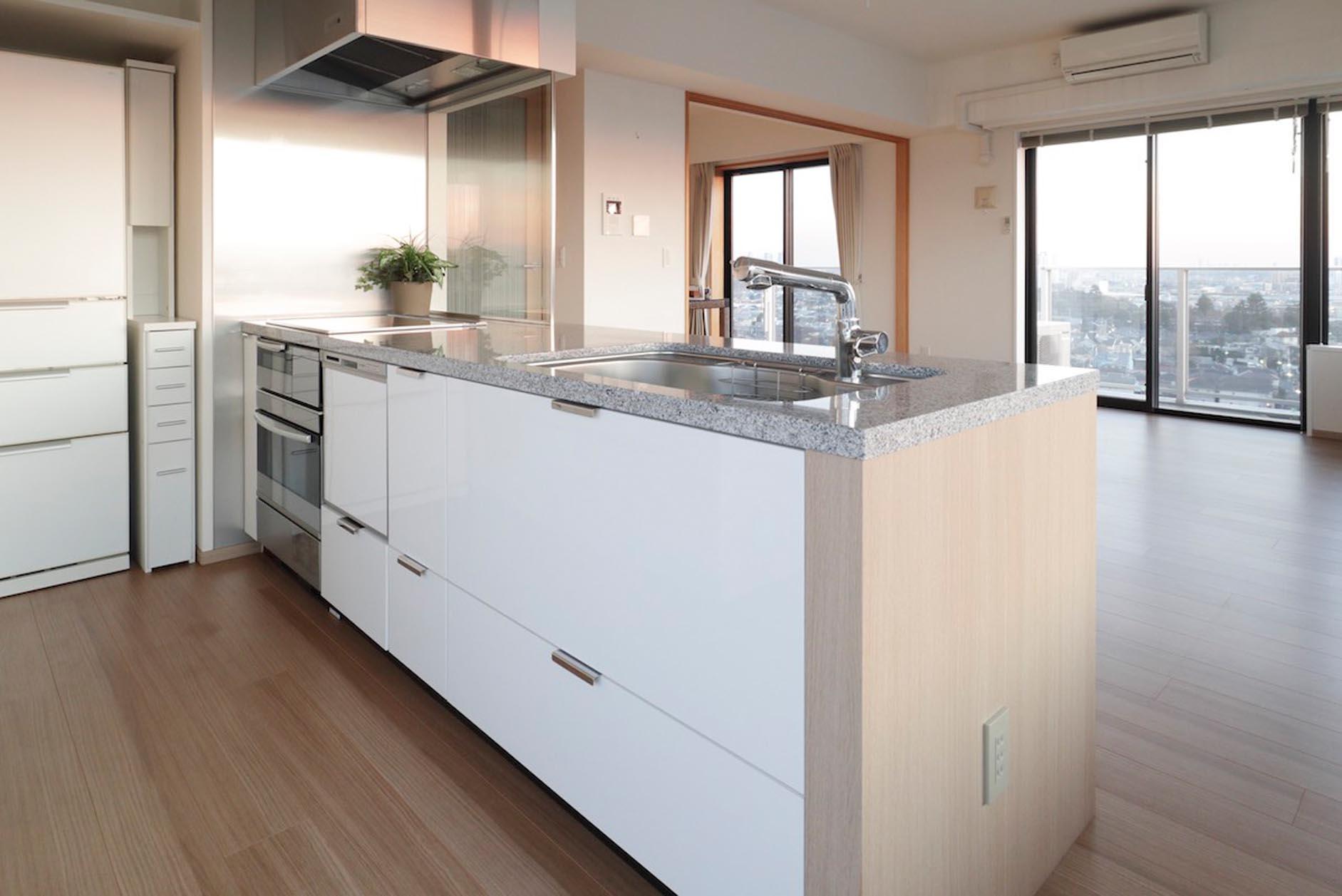 電子コンベック・食器洗乾燥機付き・IHコンロ・充実したキッチン設備 イメージ