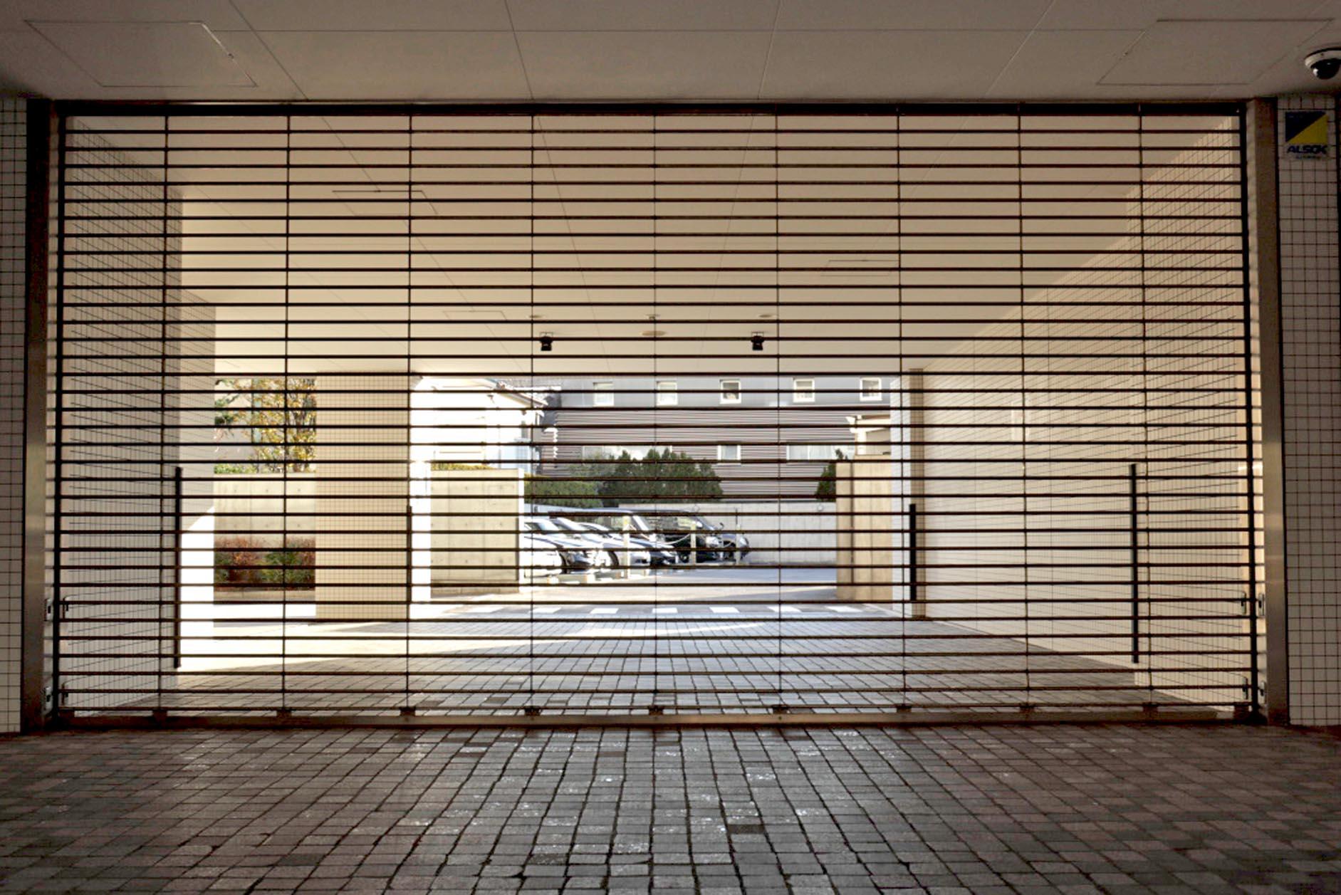 東名高速「東京IC」入口2分。愛車を大切にできるリングシャッター付きの駐車場 イメージ