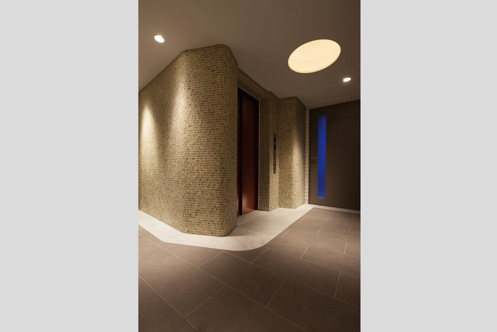 邸宅へのアプローチをリズムよくする、飽きることない導線空間。 イメージ