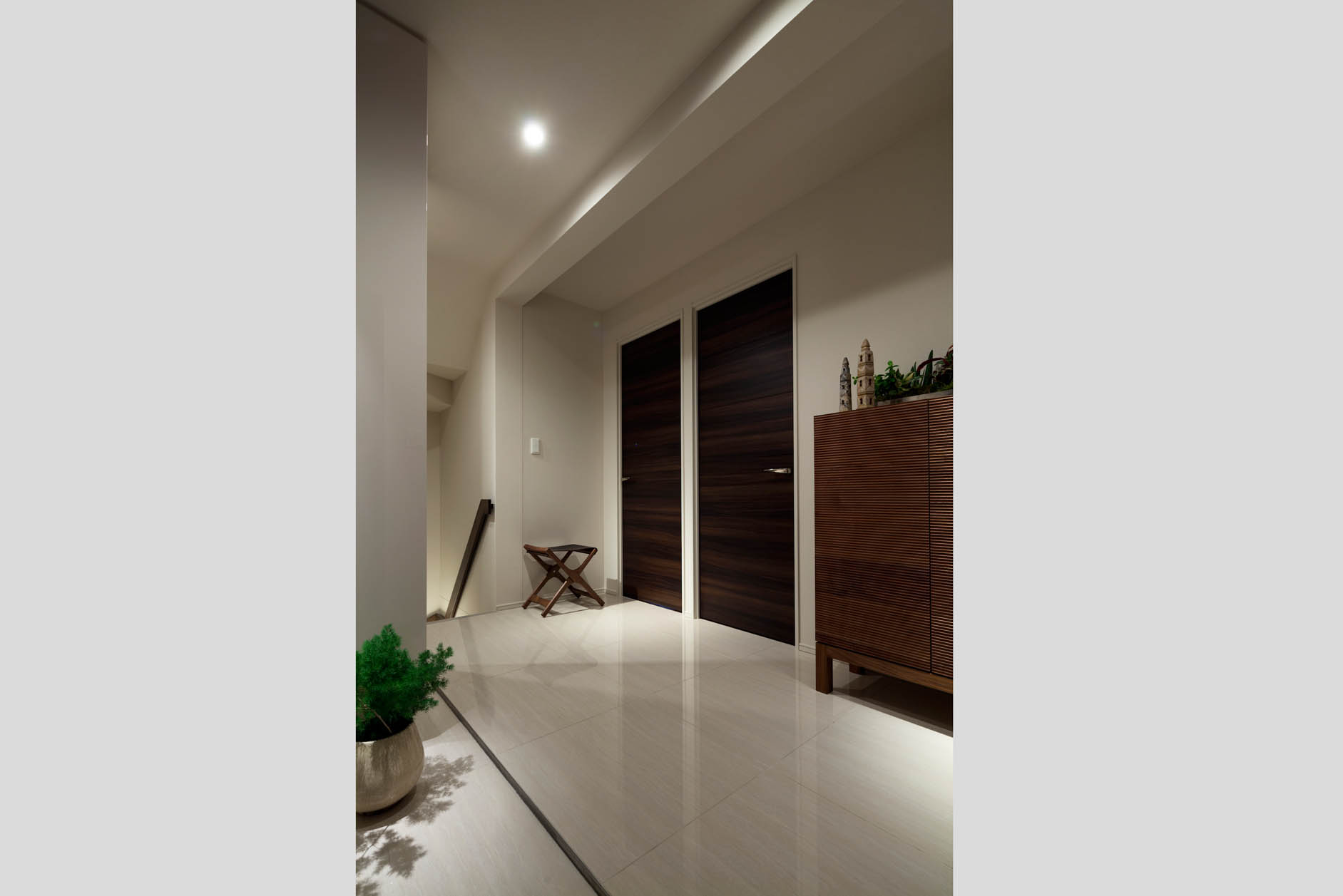 質感にこだわった高級感溢れるタイル貼りの玄関。 イメージ