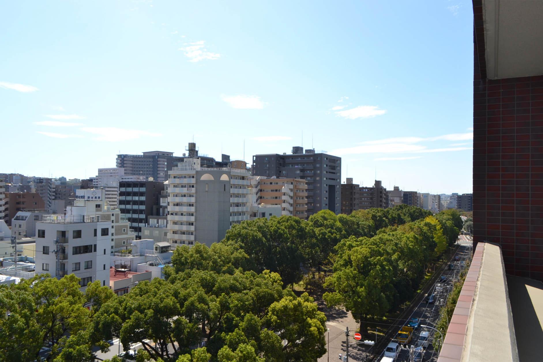 9階角住戸。南面に公園が広がる「大通り公園」の広大な緑景。 イメージ