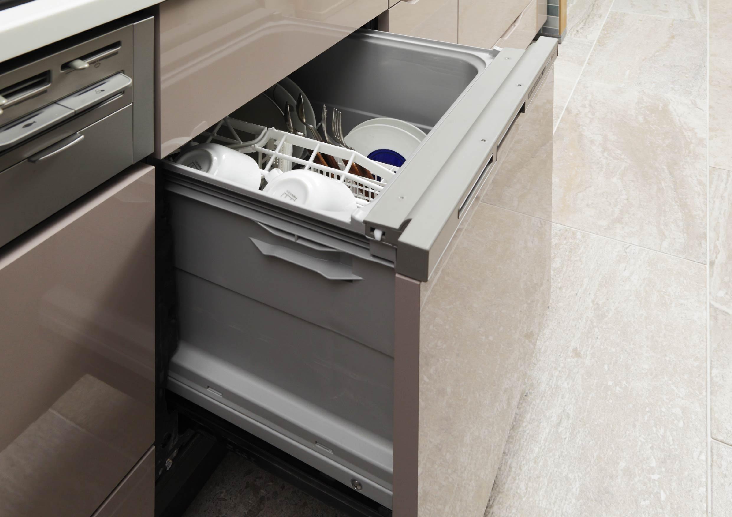 キッチンにはビルトインタイプの食器洗い乾燥機を装備。多くの食器をパワフルに洗浄・乾燥し、家事をサポートします。(イメージ画像) イメージ