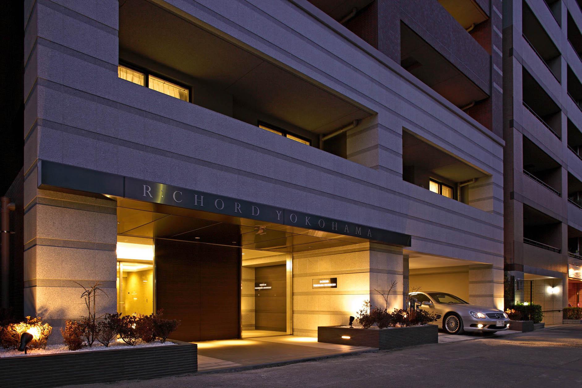 こだわりの素材と照明計画・植栽計画が、建物のエントランスにスタイリッシュさを与えます。 イメージ