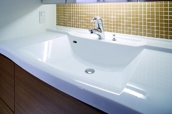 スクエアー型洗面ボウル・引き出して使える便利な水栓も装備。 イメージ