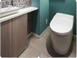 タンクレストイレ(手洗い器付き)&吊戸照明・トイレにはタンクをなくし、スペースにゆとりを生み出すタンクレストイレを採用。トイレ… イメージ