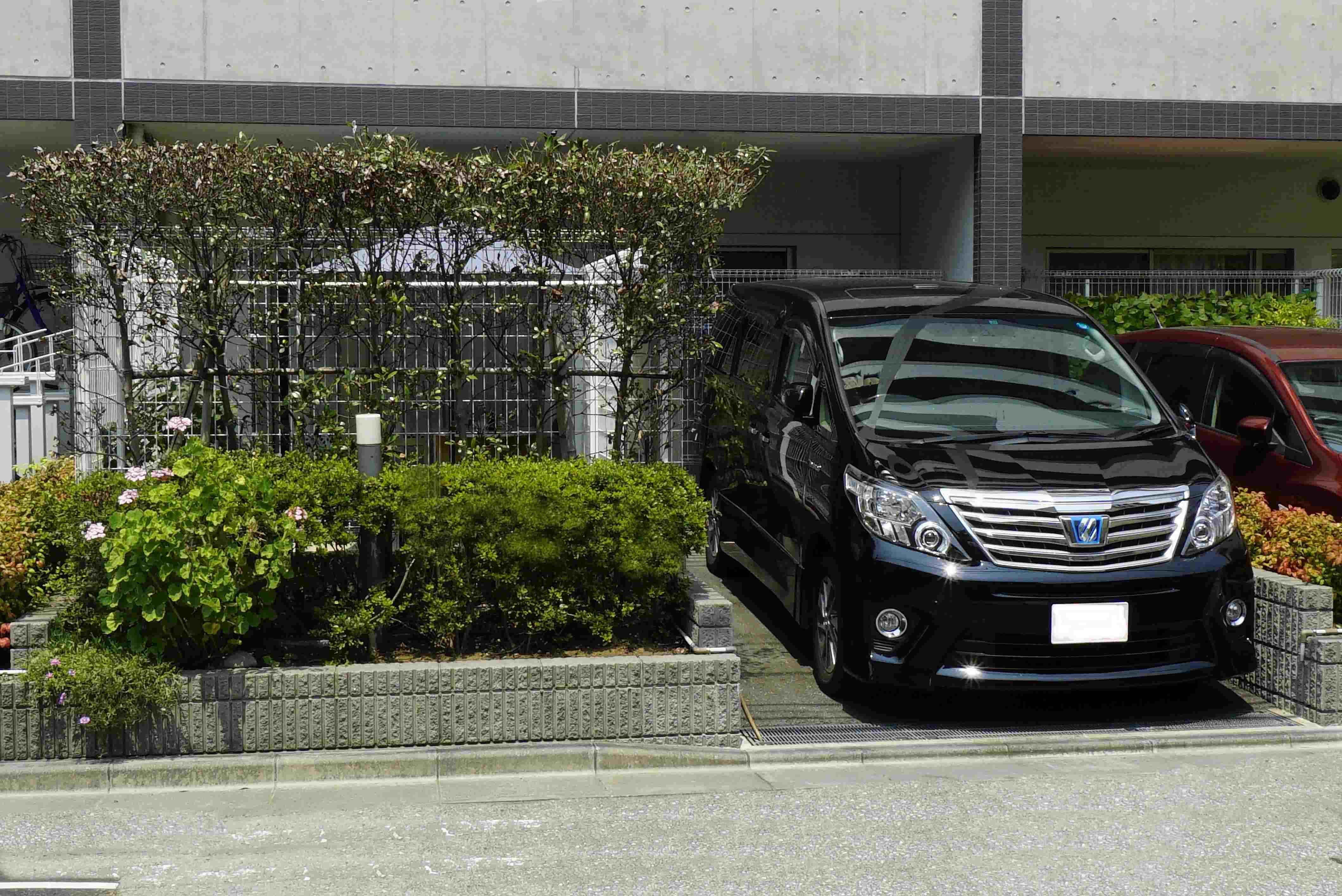 オーナーズガーデンに隣接した車高の高い車も入る専用駐車場付き(1台) イメージ
