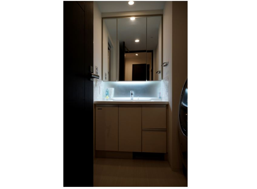 洗面台側面にデザインタイルを施工。 イメージ