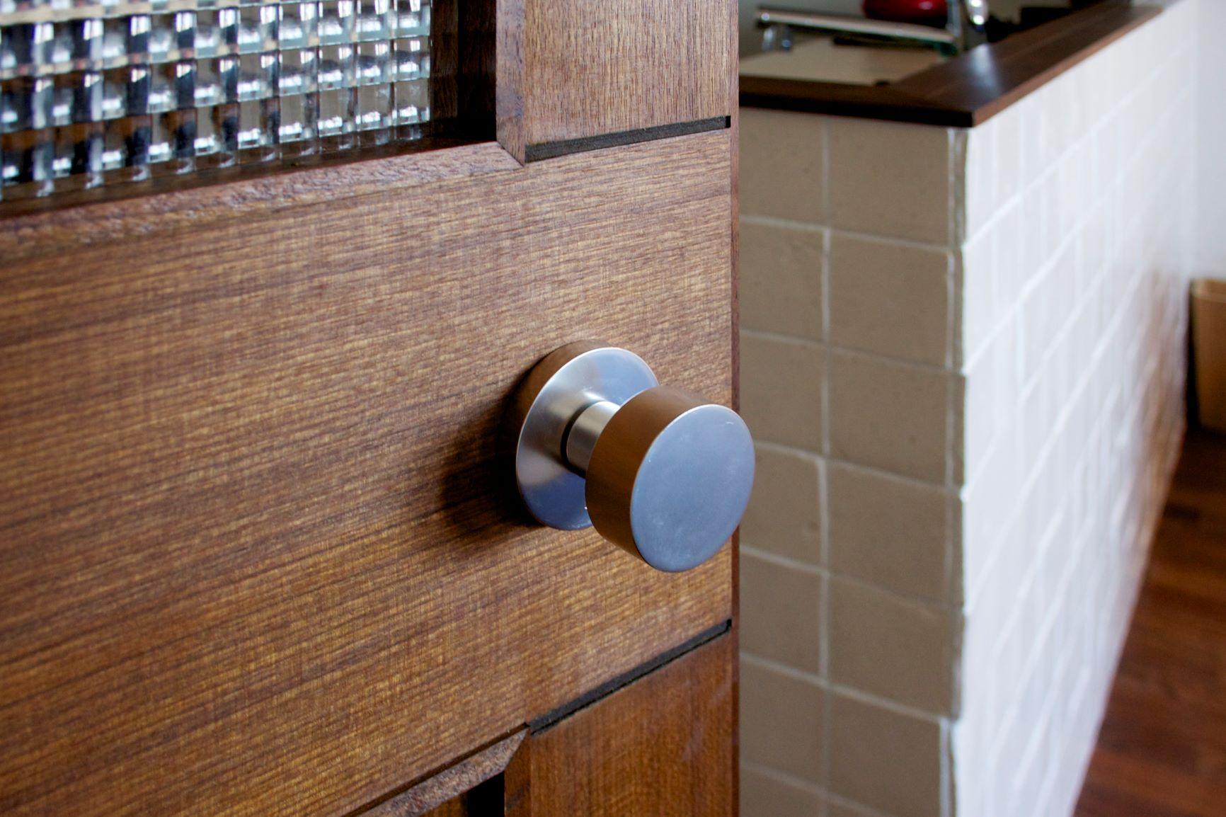 室内(2012年9月)撮影、無垢材のリビングドア イメージ