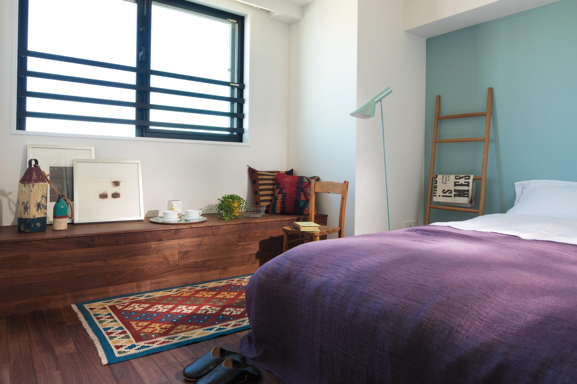 室内(2012年9月)撮影、Innerbenchは無垢材使用、小物・写真など置けるスペースとして利用できます。 イメージ