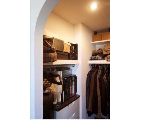 室内(2012年9月)撮影、収納充実の大型WIC イメージ