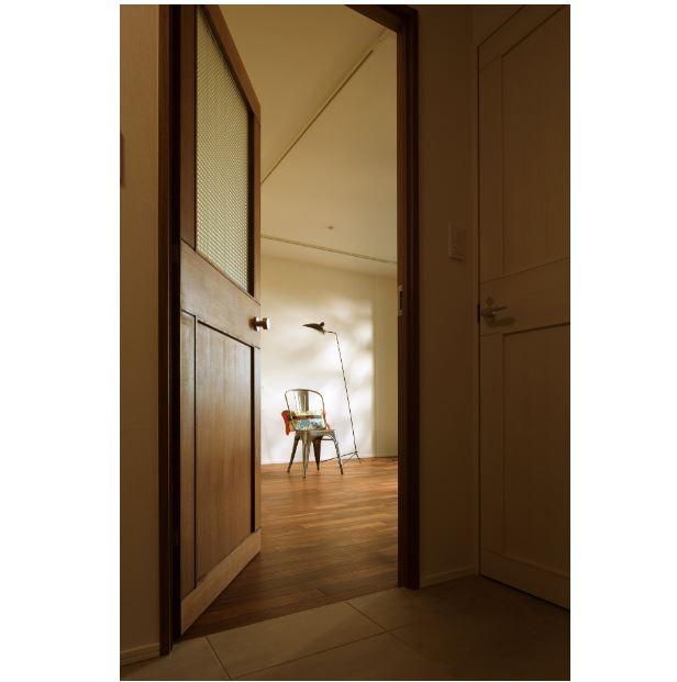 室内(2012年9月)撮影、玄関ホールからリビングへ イメージ