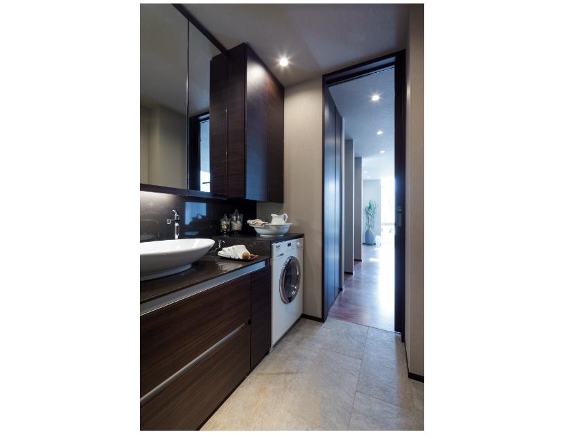 ミーレのビルトイン洗濯機とシーザーストン天板の洗面化粧台 イメージ