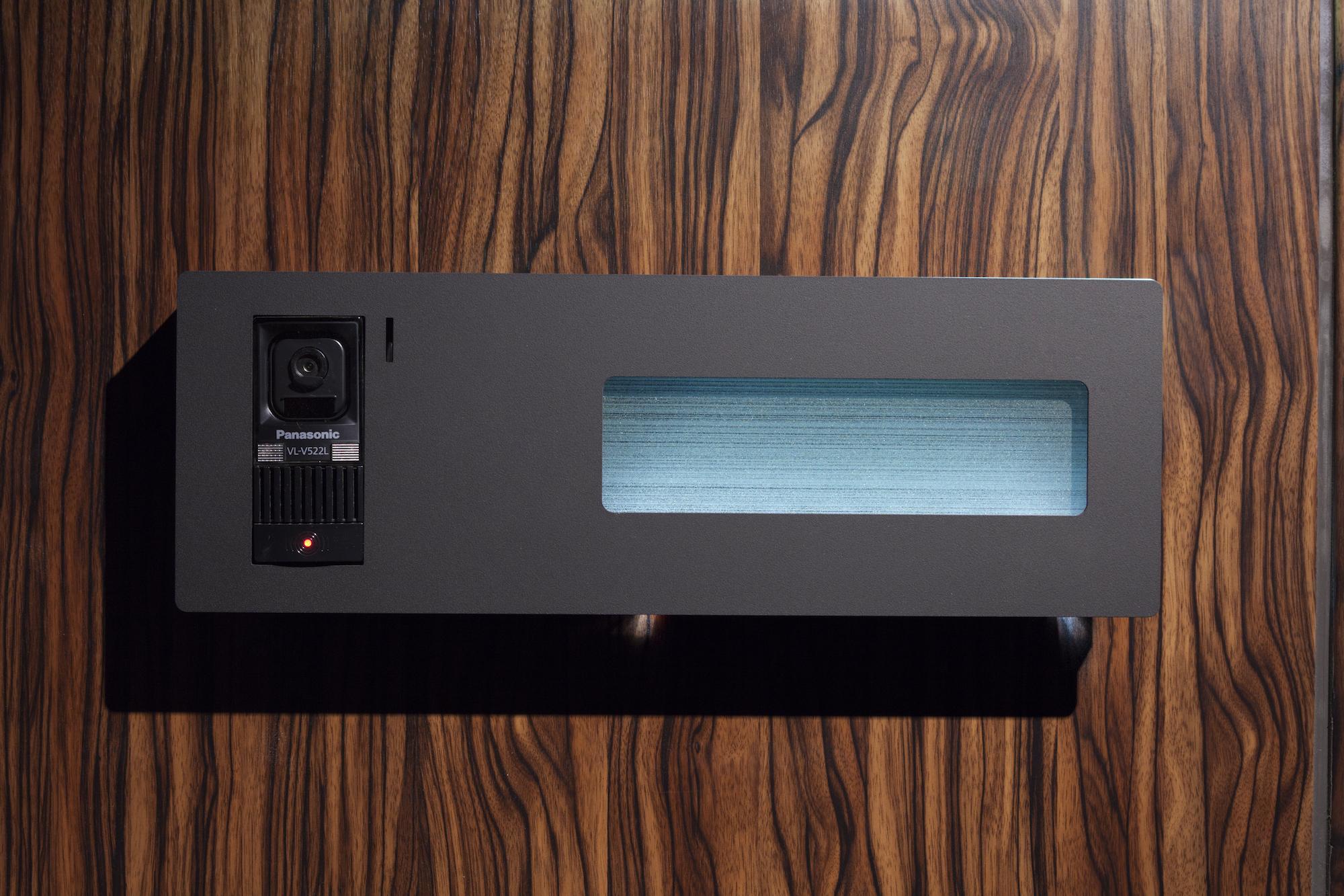 テレビモニター付きの表札 イメージ
