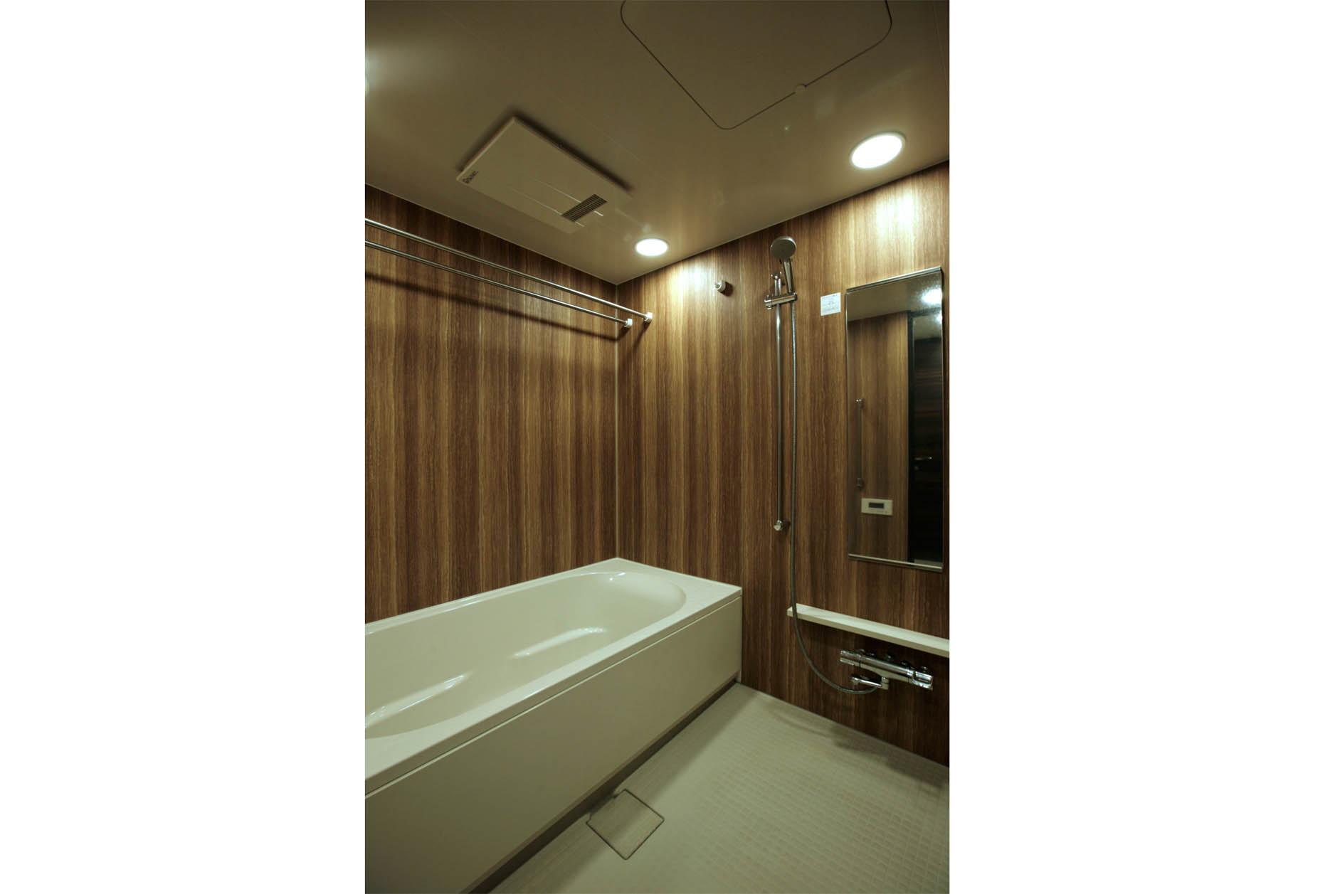 1600×2000の大型浴室は贅沢に快適な毎日のバスタイムを過ごせます。 イメージ