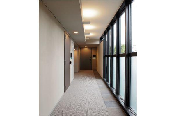 ガラスウォールを採用した内廊下を採用。ホテルライクで上質な雰囲気を演出します。 イメージ