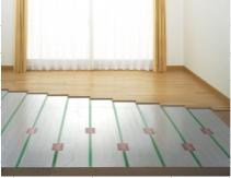 空気を乾燥させずに足元から温める床暖房を設置。 アレルギーの原因となる埃を巻き上げず、空気をクリーンに保つことができます。 イメージ