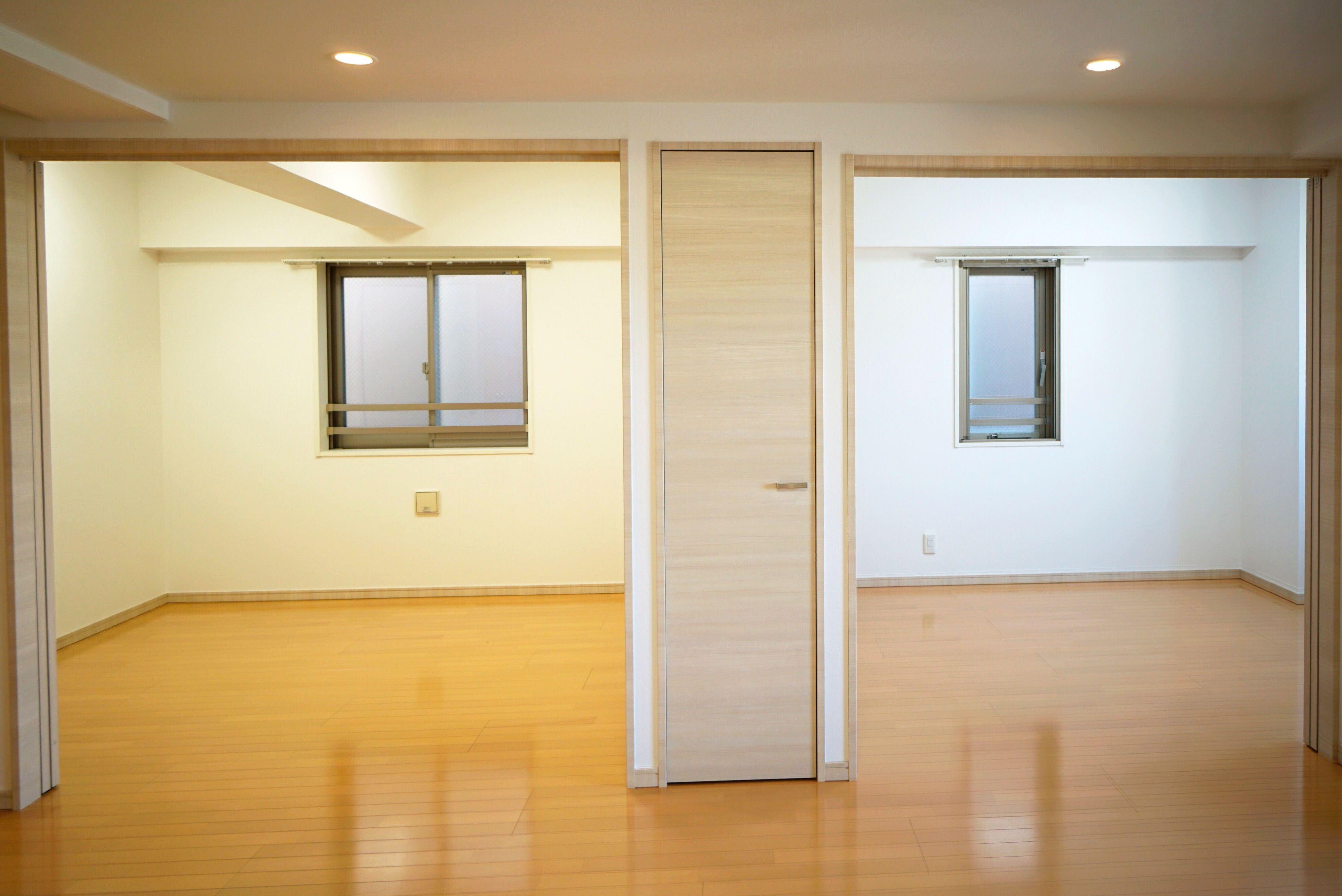 スライドウォールを開けるとリビングと一体化した広々とした空間 イメージ