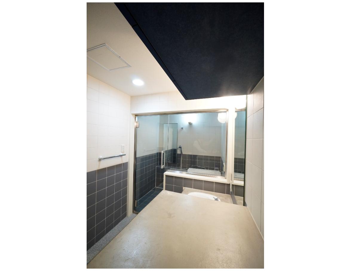 在来工法のゆったりとしたバスルーム。 イメージ