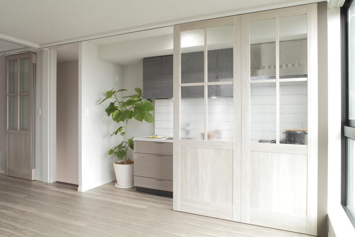 キッチンとリビングを分ける可動式間仕切り。 イメージ